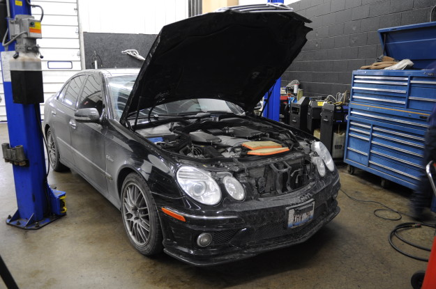 2008 Mercedes Benz E63 AMG W211 M156 6.3L V8 air filter service replacement airbox intake change black exterior carbon front lip wheels