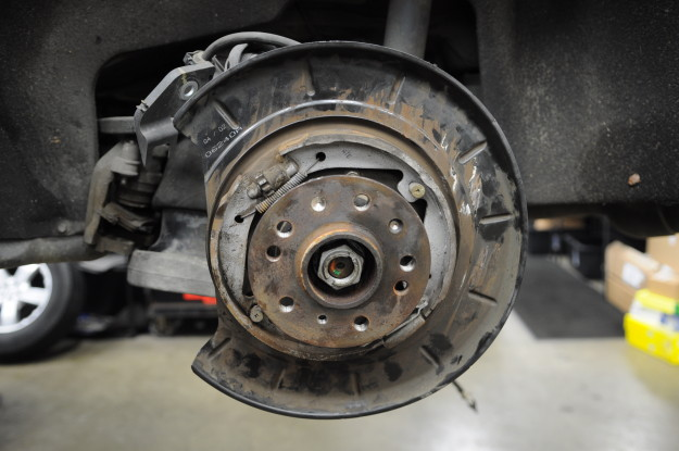 2007 Mercedes Benz GL450 GL class X164 Humming noise rear wheel bearing hub carrier replacement faulty sound disk brake caliper rotor pad off parking shoes kit on