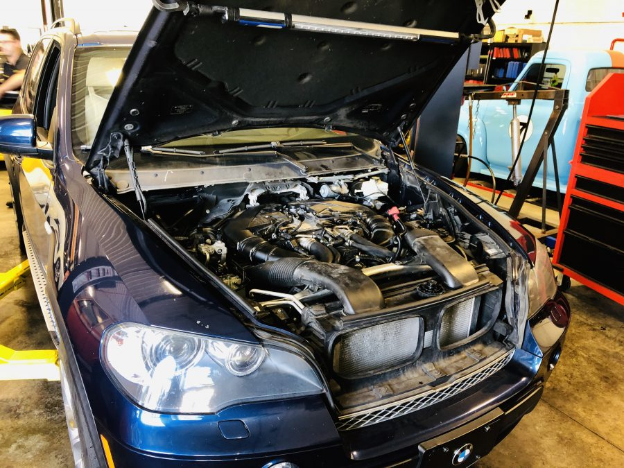 BMW 5.0i Timing chain problems on the N63 4.4 turbo engine engine bay shot
