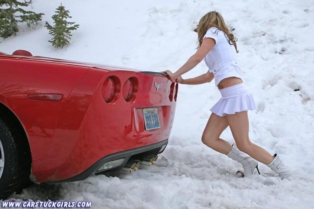 carstuckgirls_com_red_corvette