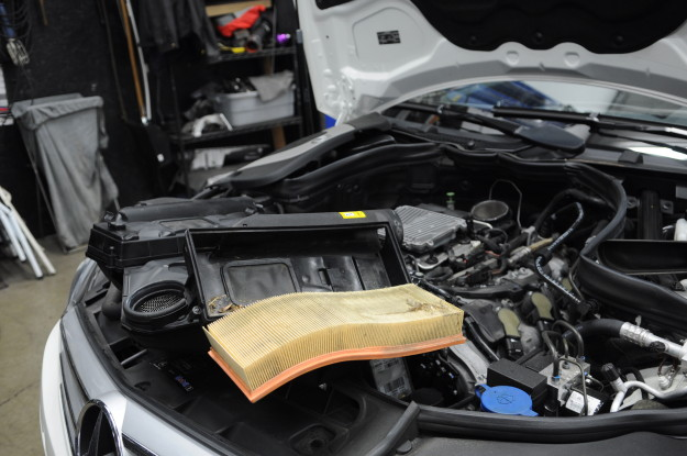 2009 mercedes benz c300 v6 c class w204 oil change  airbox intake filter dirty removal