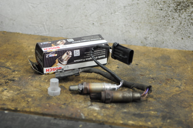 1999 Isuzu Rodeo emission failure OBD P0133 front end oxygen sensor Bosch 15703 bank 1 upstream o2 socket seized old rusted new part number