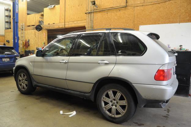 2002 BMW X5 4.4 E53 Window rear regulator stuck down left Diy exterior of car repaired silver range rover wheels
