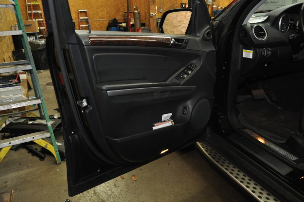 2010 mercedes benz ml350 window does not work operate with switch, glass stuck down REMOVAL OF FRONT DOOR PANELS FOR THE GL,ML,R-CLASS MODLES (164 251) drivers front panel