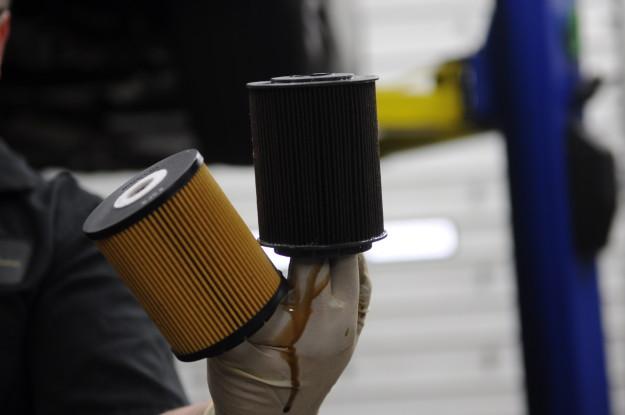 2011 Porsche Cayenne 3.6 direct injected VR6 6 cylinder oil change filter service housing drain plug removal draining oil comparison penguin hands